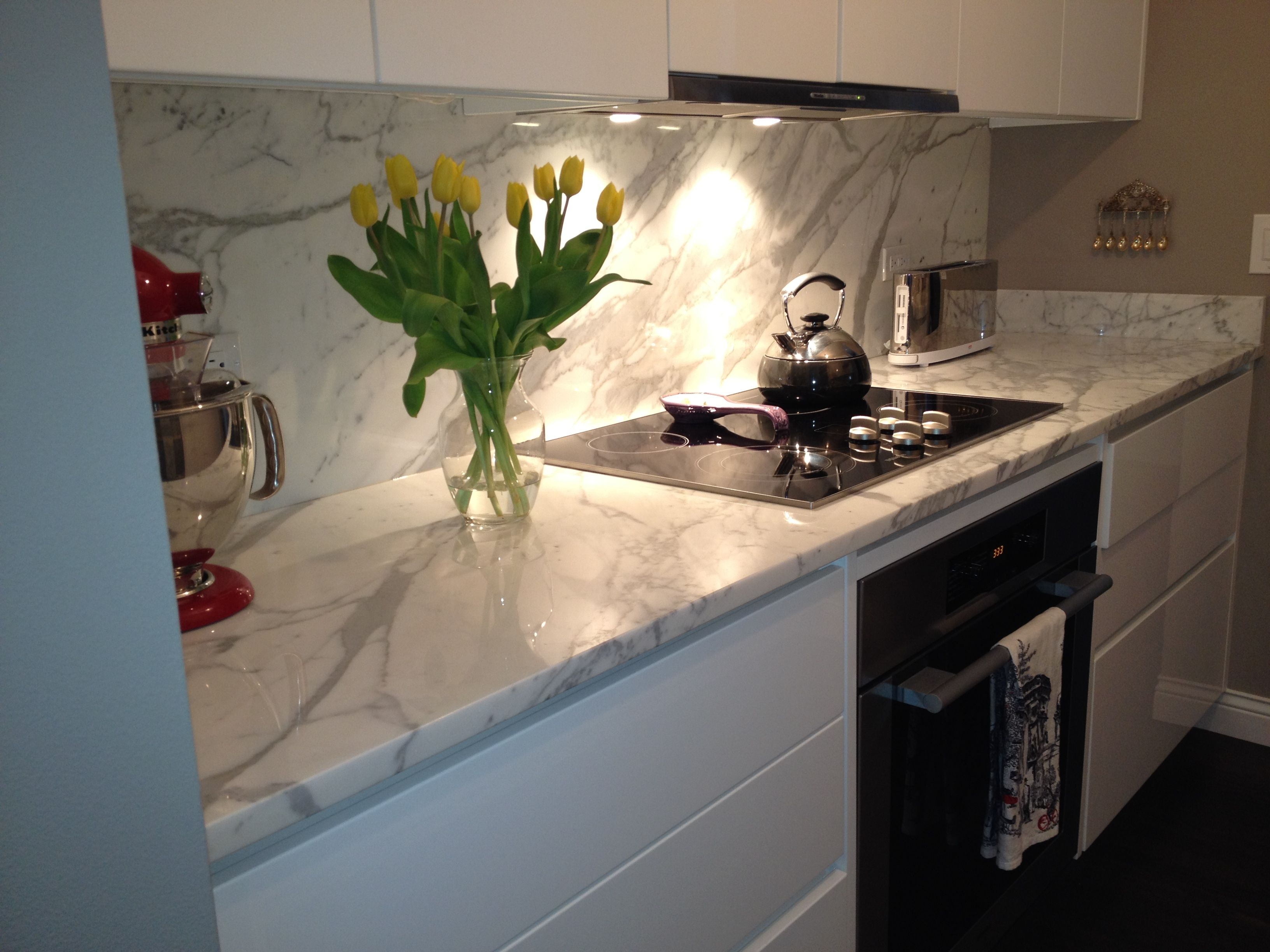 White Calacatta Italian Marble Countertop German Miele Kitchen Liances American Stand Kitchenaid Mixer