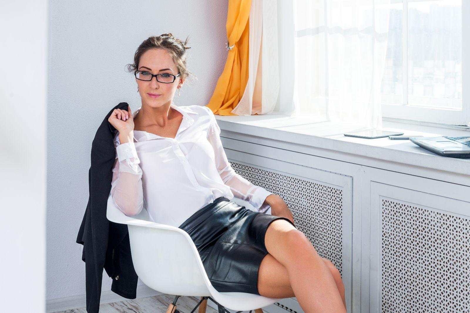 """Lo que debes conocer del habito de cruzar las piernas e """"higiene postural"""" - http://plenilunia.com/belleza-saludable/lo-que-debes-conocer-del-habito-de-cruzar-las-piernas-e-higiene-postural/38741/"""