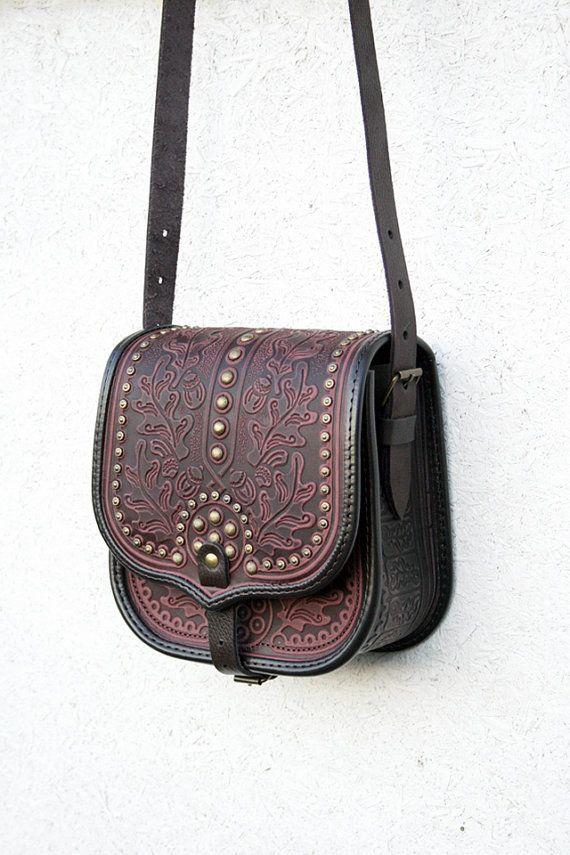 Artículos similares a violeta púrpura marrón Funda cuero bolso - bolso -  bolso - bolso - étnicos Bandolera - Mensajero - espacioso en Etsy 5f21c111861