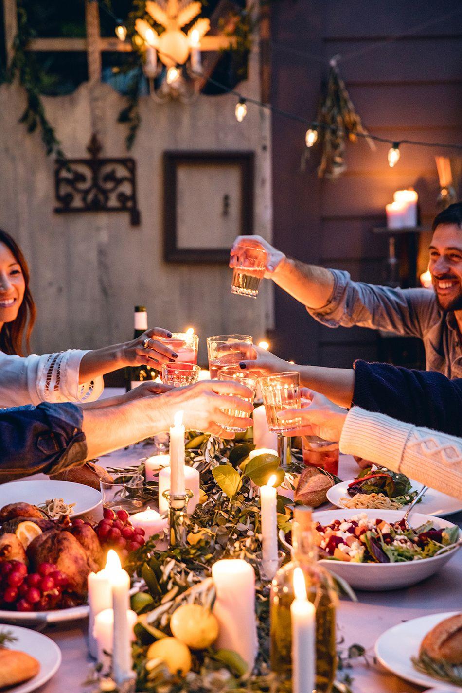 C mo decorar la mesa para una cena entre amigos cenas for Look para cena informal amigas