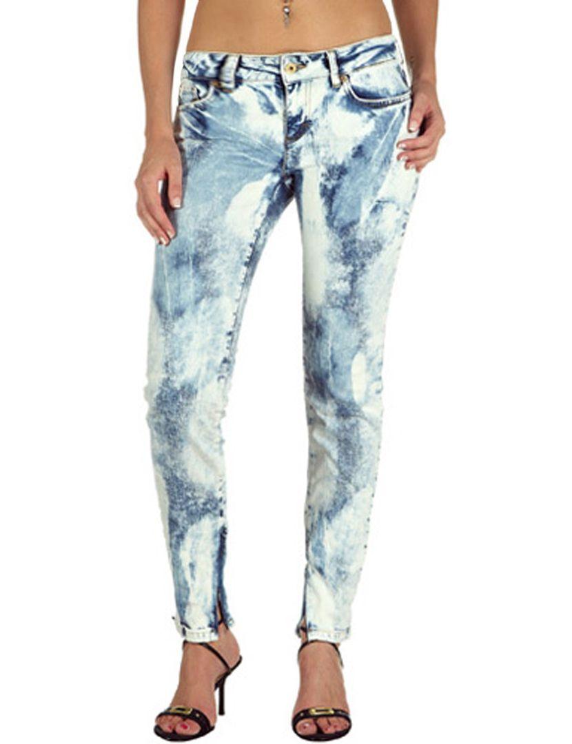 Jeans Skinny Cut Azul & Branco. De 220€ por 66€.