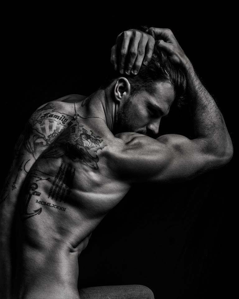 Diego-Miguel-Portraits-Of-Male-Beauty-Burbujas-De-Deseo-013.jpg(JPEG 图像,768x960 像素) - 缩放 (92%)