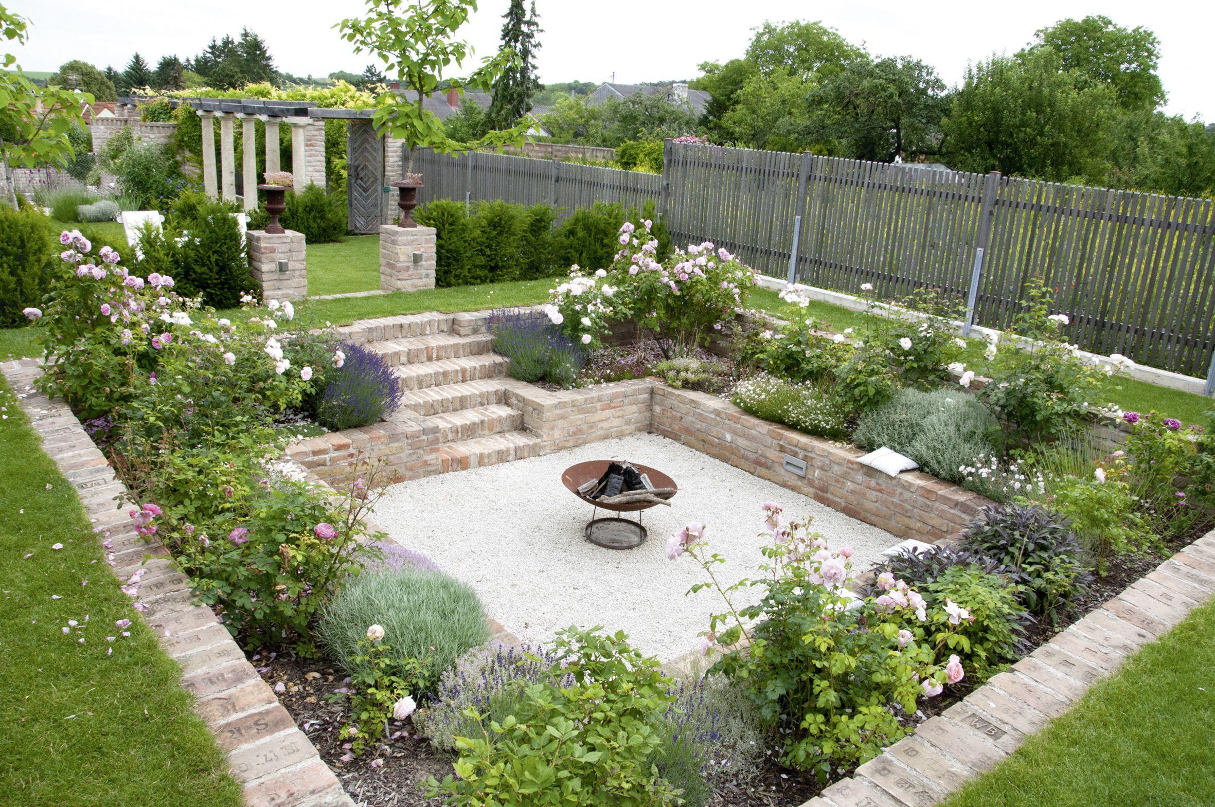 Senkgarten Einfach Mal Tiefer Gelegt In 2021 Garten Versunkener Garten Garten Planen
