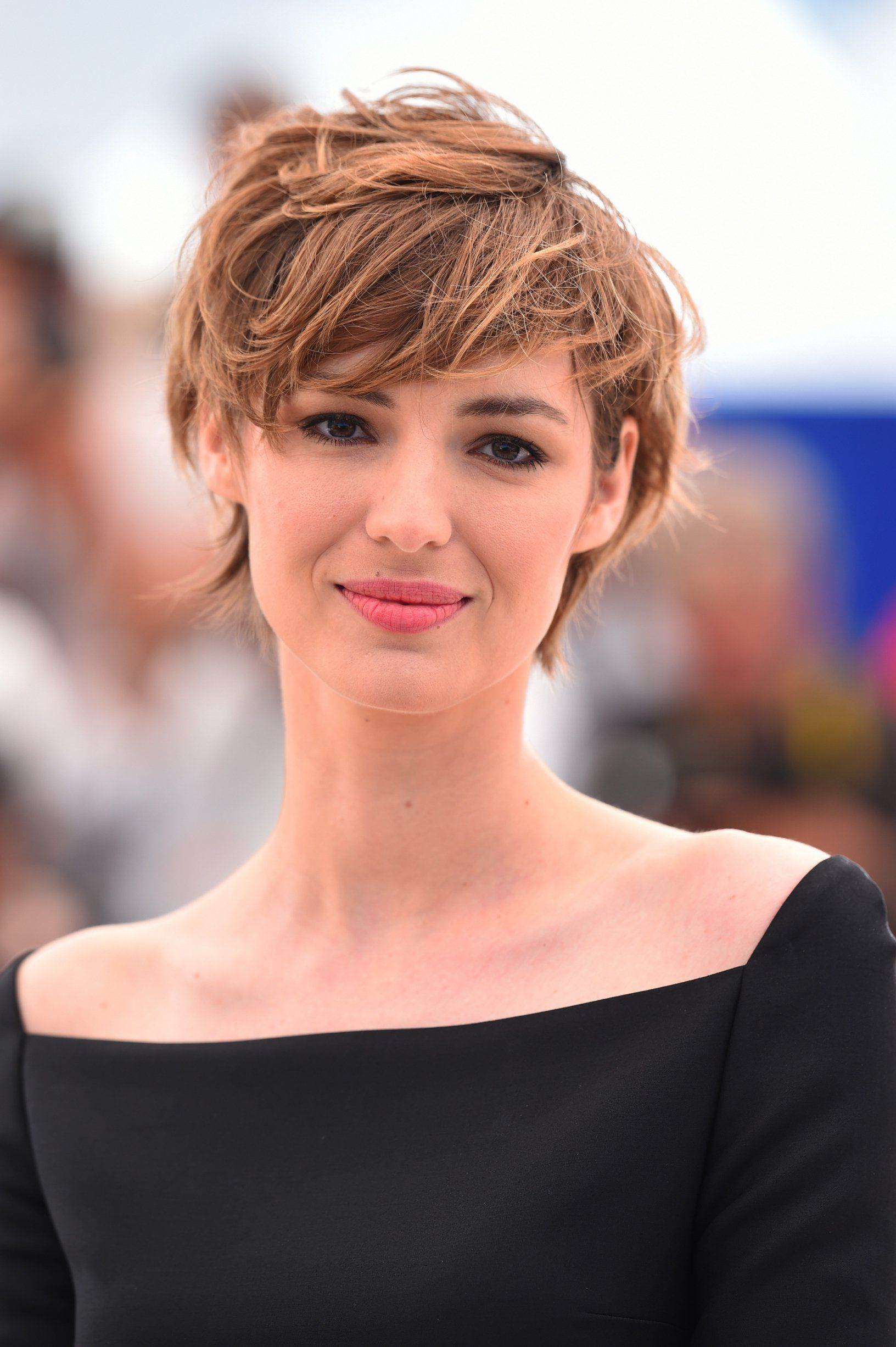 Coupe Cheveux Courte Femme La Coupe Pixie De Louise Bourgoin Beautiful Sexy And