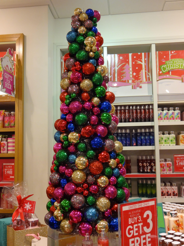 Christmas Tree Made With Christmas Balls Christmas Crafts Christmas Tree Christmas Decorations