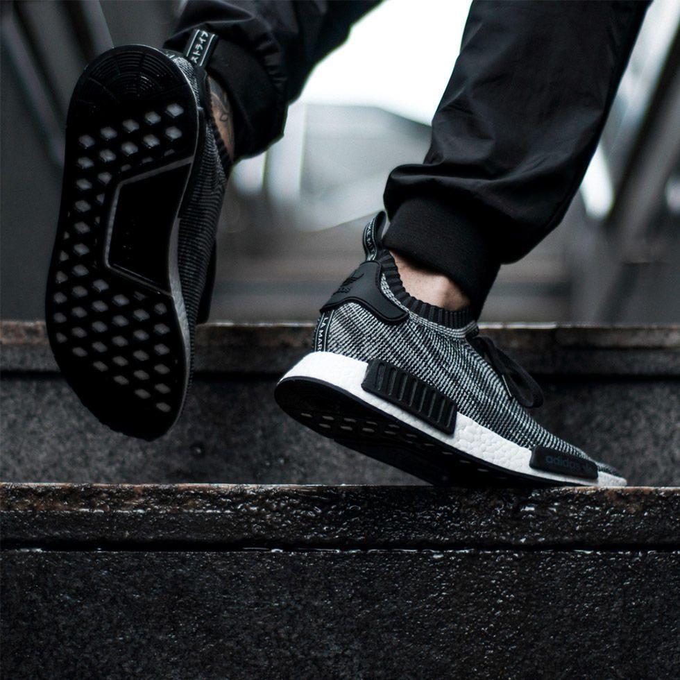 """hot sale online 39e3f c5609 adidas Originals – """"NMD R_1 Primeknit"""" (Imagens Detalhadas ..."""