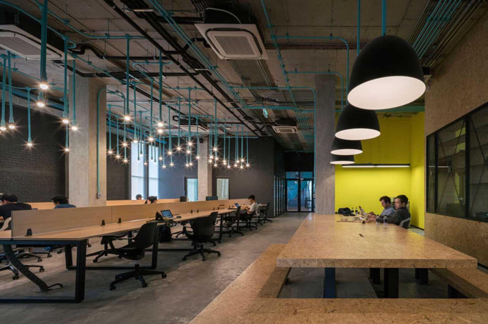 鮮やかな配管で空間にリズムを出す 開放感とデザインが共存する