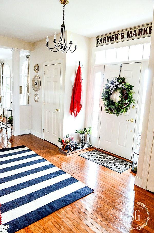 FARMHOUSE CHRISTMAS FOYER-a merry and bright foyer