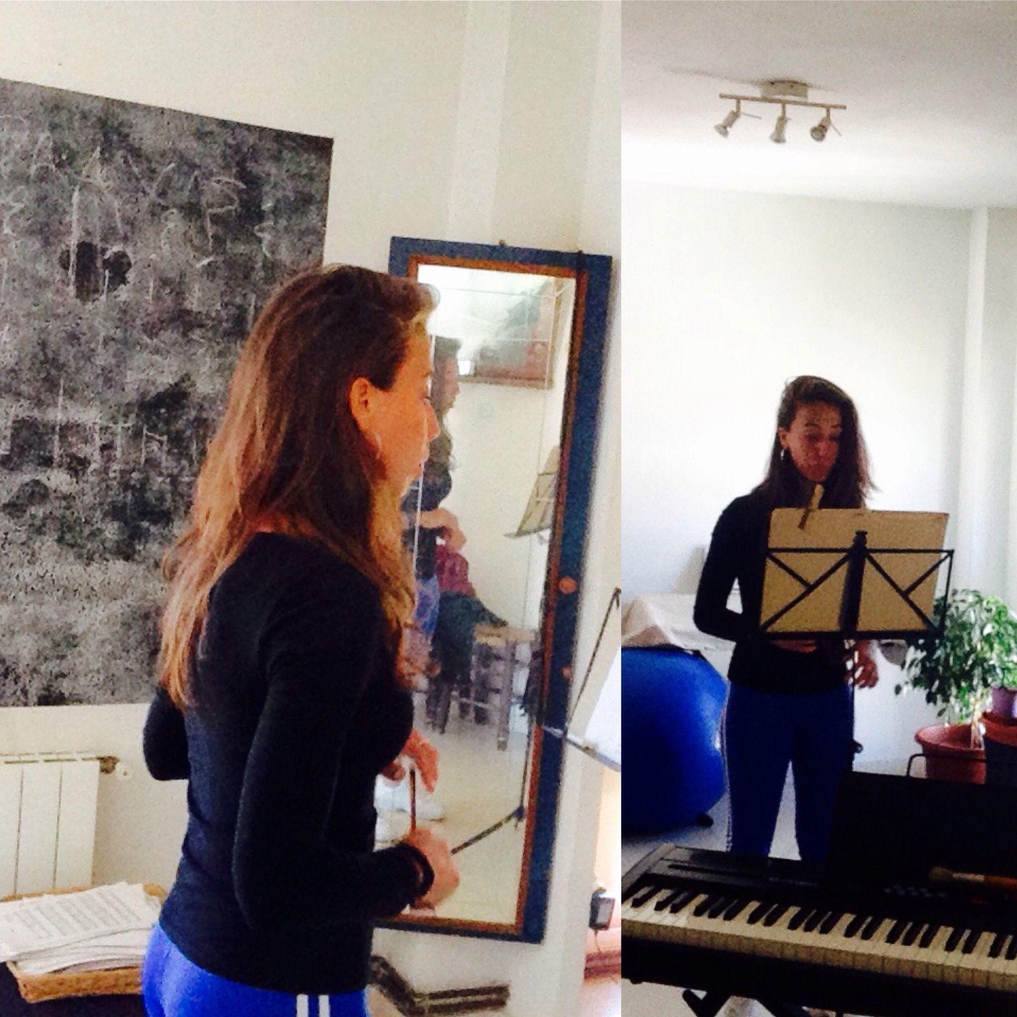 En Clase Técnica vocal y Formación musical con gisescoda