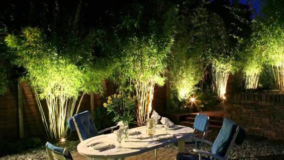 C mo iluminar el jard n tips para mejorar las noches del for Como iluminar arboles en el jardin