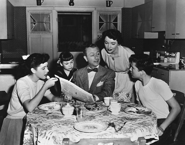 Father Knows Best, everyone around the kitchen table | Top 10 TV ...