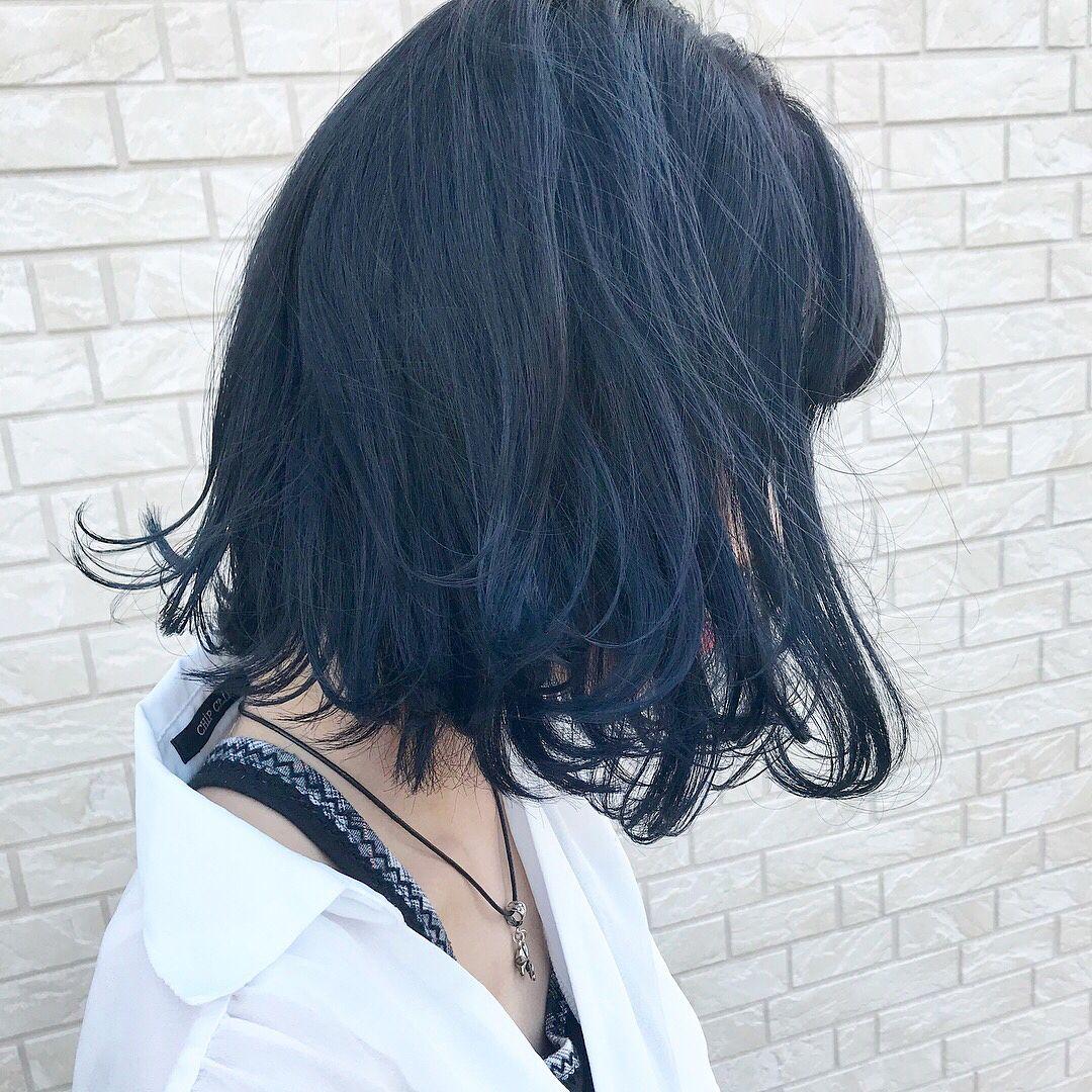 ブルーアッシュ 青系の髪色のブルーアッシュのヘアカラー1つ目は