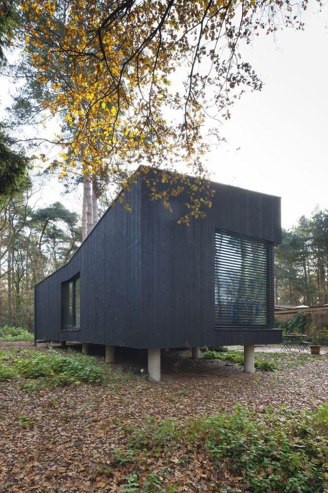 C\u0027est dans un bois de la commune de Brecht, entre bungalows et