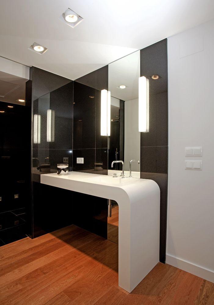 decoración de baños modernos con granito negro y madera Baños