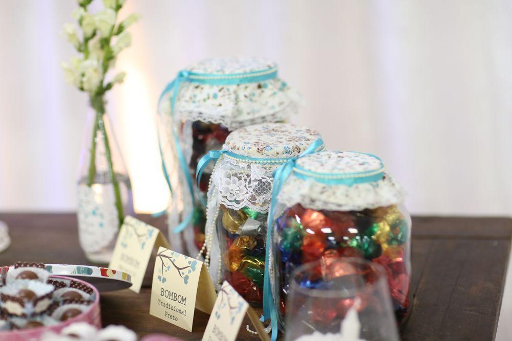 vidros de conserva decorados para mesa de doces - casamento