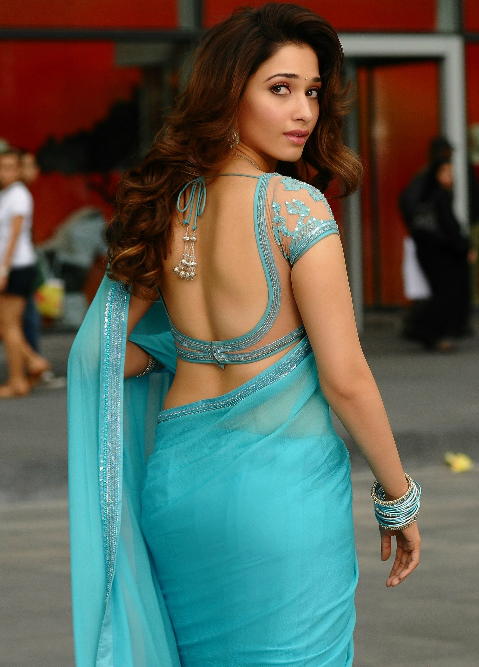Tamanna Smooth Back and Navel show + other HQ Unwatermarked pics ...