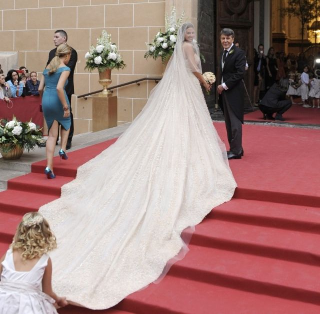 vestido de novia con cola muy larga - buscar con google | vestidos