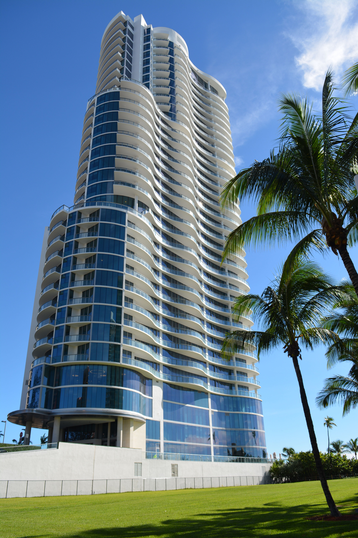 Chateau Beach Residences Tower Http Chateaubeachmiamiresidences Com Chateaubeach Chateaubeachresidences Miami Real Estate Miami Condo Oceanfront Condo