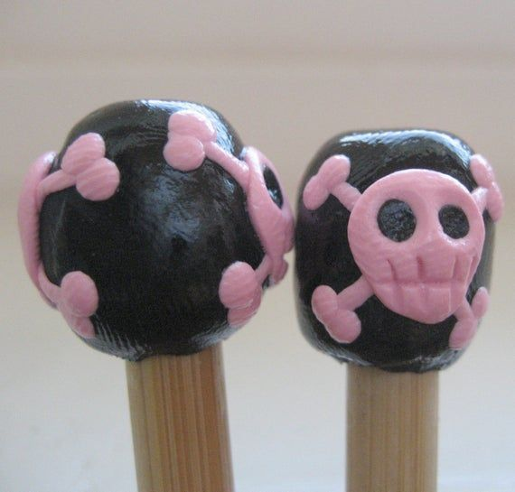 Girly Pink Skull and crossbones bamboo knitting needles FR3E US shipping black or any color choose s  Girly Pink Skull and crossbones bamboo knitting needles FR3E US ship...