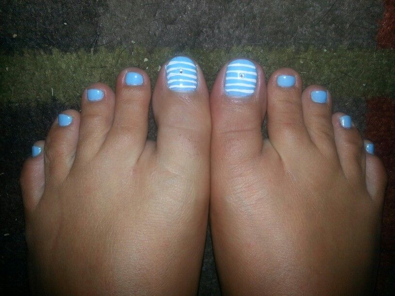 Toe Nail design. Blue. White. Stripes. Bling. My 4th of July