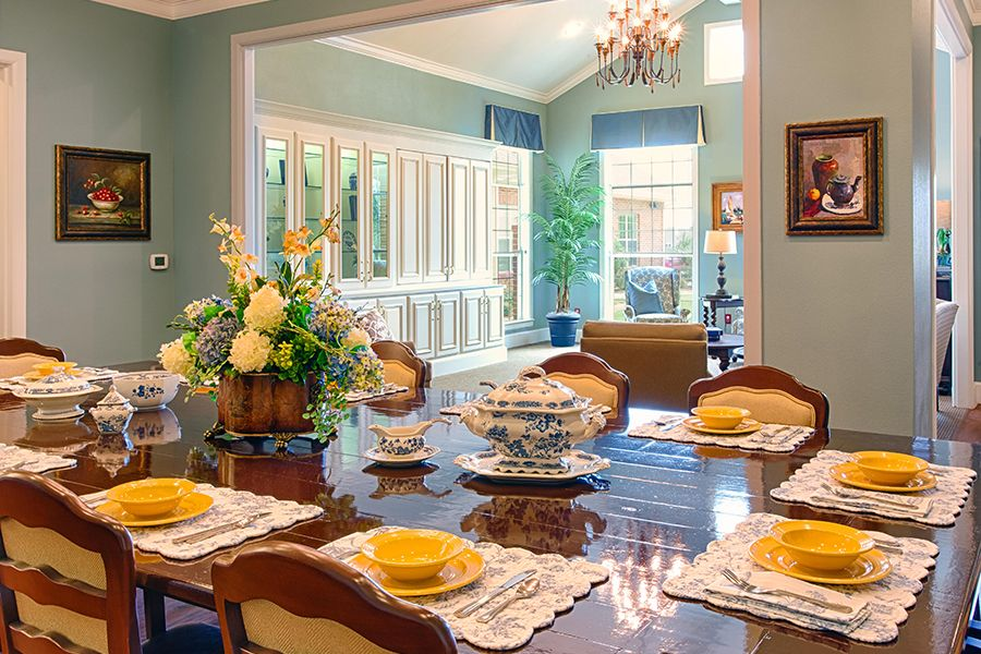 Dining in 2020 Serve family style, Assisted living