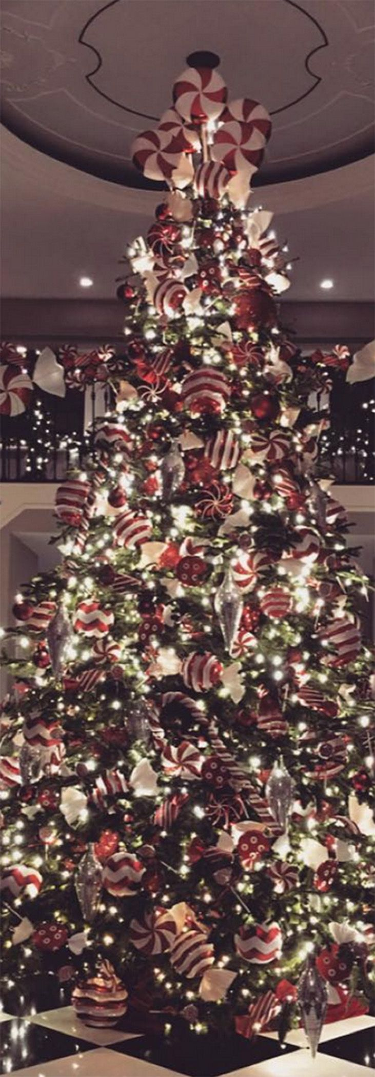 See how crazy Kris Jenner went with her Christmas decorations this ...