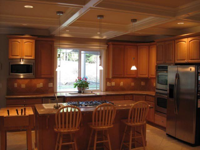 beam ceilings gallery | Kitchen with false beam ceiling