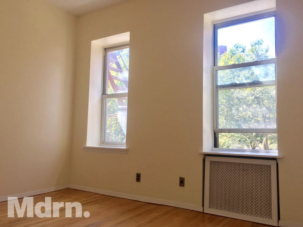 1 br apt has an open kitchen and a nice dining/living area