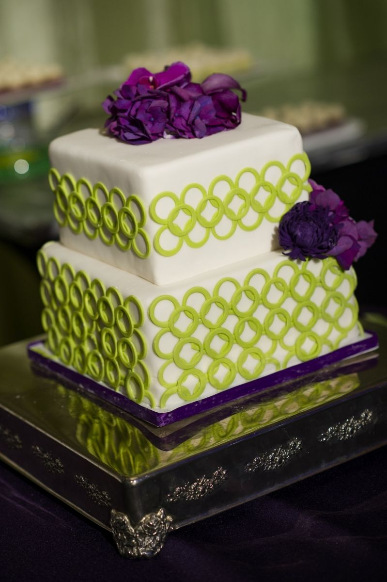 Beautiful green & purple wedding cake | Discover different wedding ...