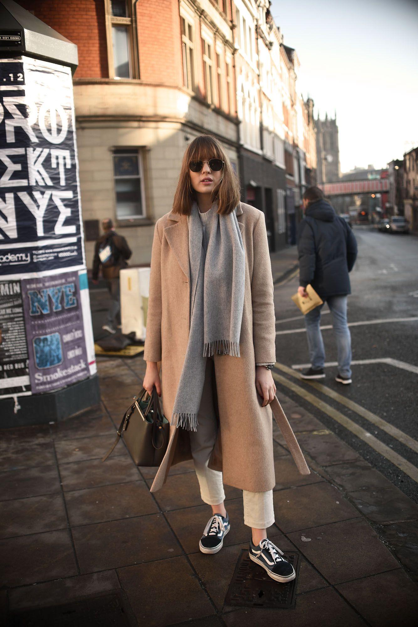Sonbahar sokak modasında bere giymenin yolları