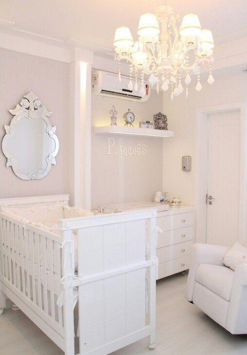 Arquitetura de Interiores - quarto bebê, decor branco, espelho provençal,  princess
