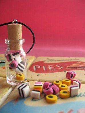 Englanninlakuja pullossa-kaulakoru