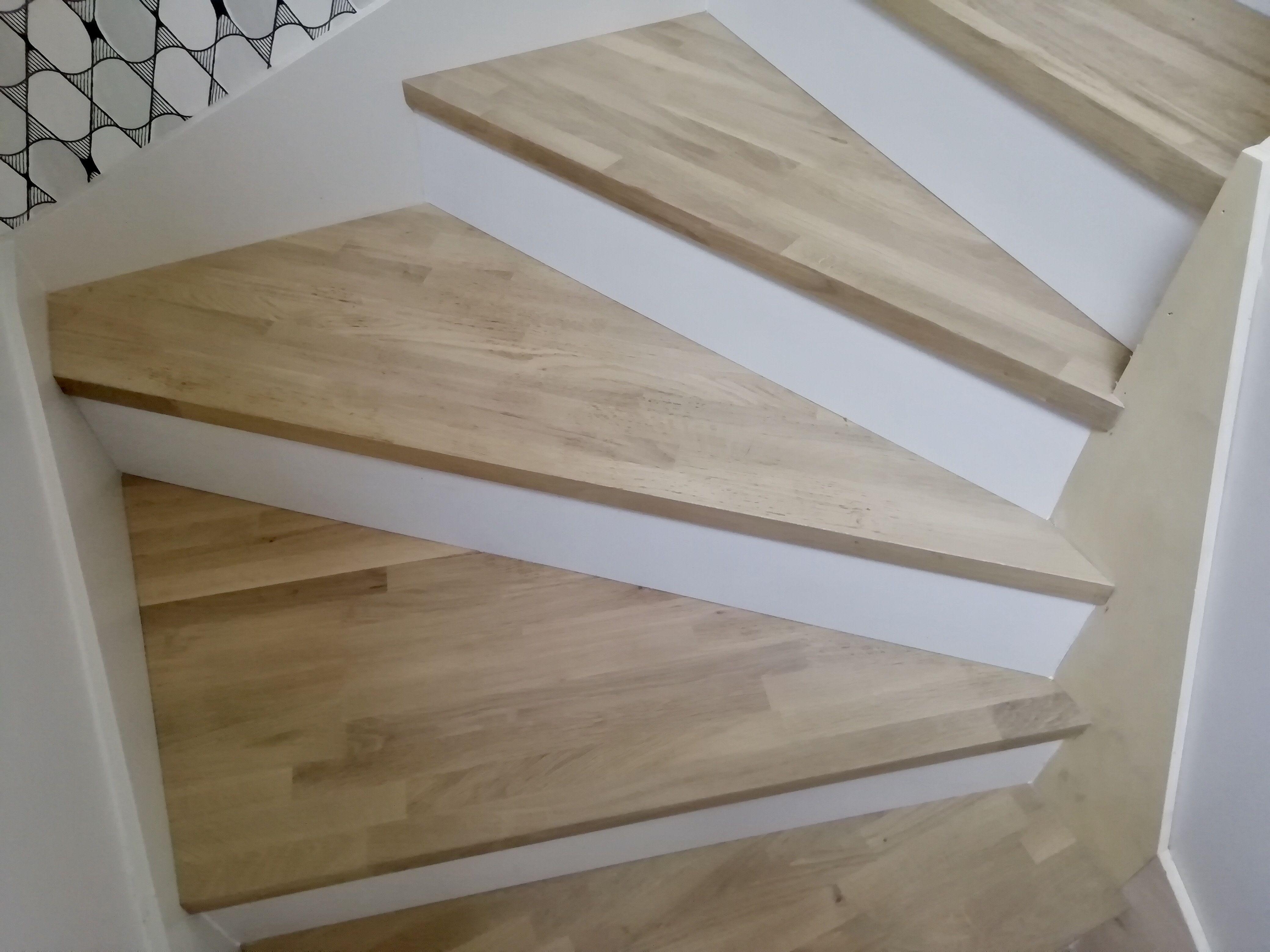 Habillage D Un Escalier Bois Avec Des Plateaux Massif Chene Lamelle Colle Recouvert D Un Fond Dur Plastor Effet Brut A B En 2020 Escalier Bois Bois Brut Bois Stratifie