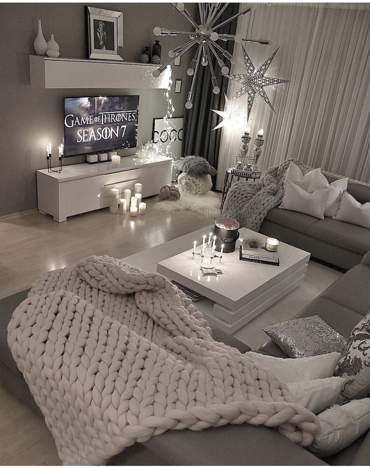 Pin By Matrina Winters On Living Room Decor Living Room Designs Apartment Decor Room Decor