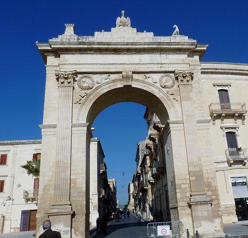 Noto (Sr) - Porta Nazionale | Barcelona cathedral, Sicily ...