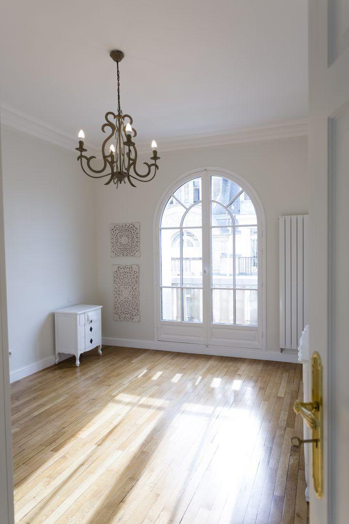 Porte #fenêtre cintrée avec une finition peinture blanche prête à - Peinture Porte Et Fenetre