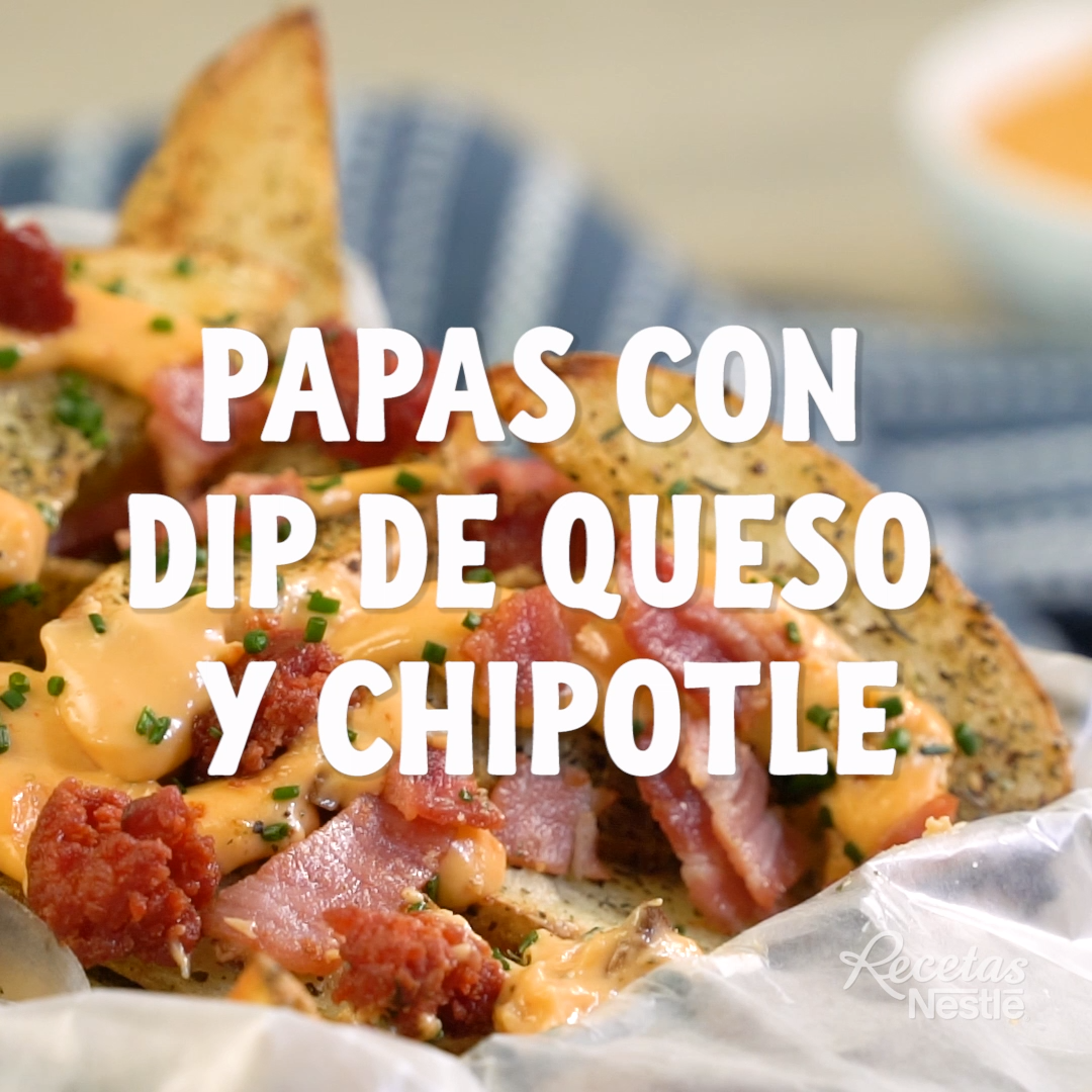 Papas con dip de queso y chipotle