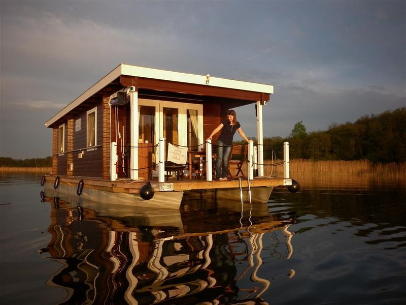 bunbo bungalowboot outdoor travel tiny house cabin. Black Bedroom Furniture Sets. Home Design Ideas