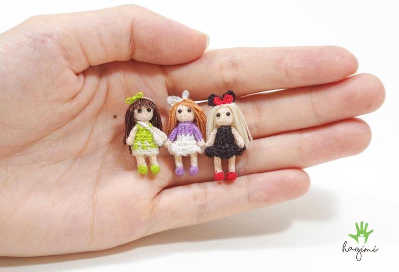Amazon.com: Dollhouse Miniatures Amigurumi bunny in gift box ... | 541x794