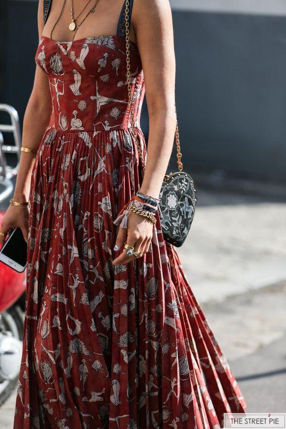 Nicht ein Fan der Leute drucken, aber ich liebe die rote und die Form dieses Kleides