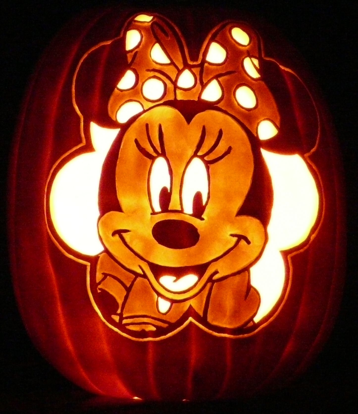 My granddaughter\u0027s favorite character is Minnie Mouse, so I carved - Minnie Mouse Halloween Decorations