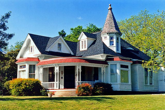One story queen anne house waxahachie queen anne house for One story queen anne