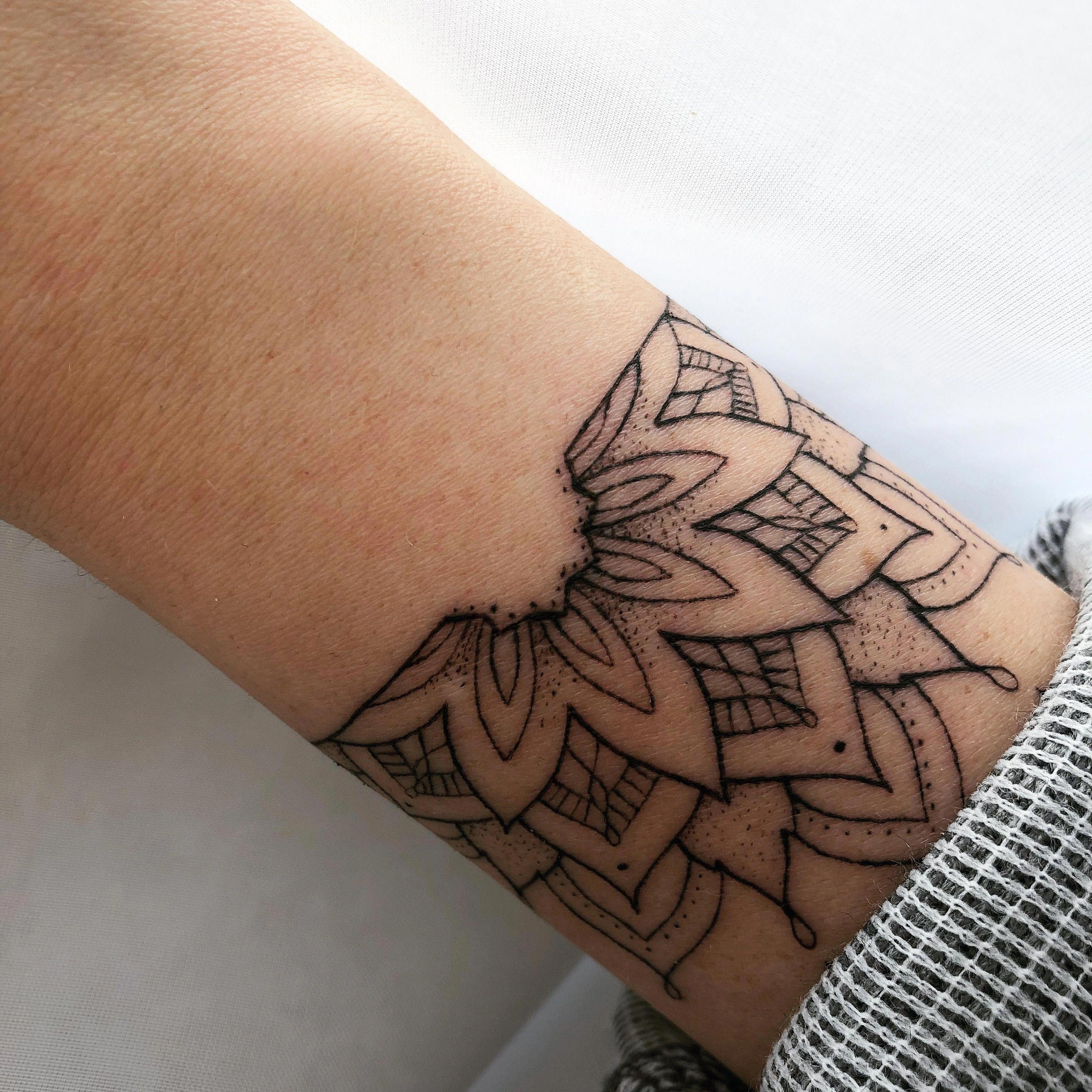 Botanical tattoo, it looks so real. Definitely this kind