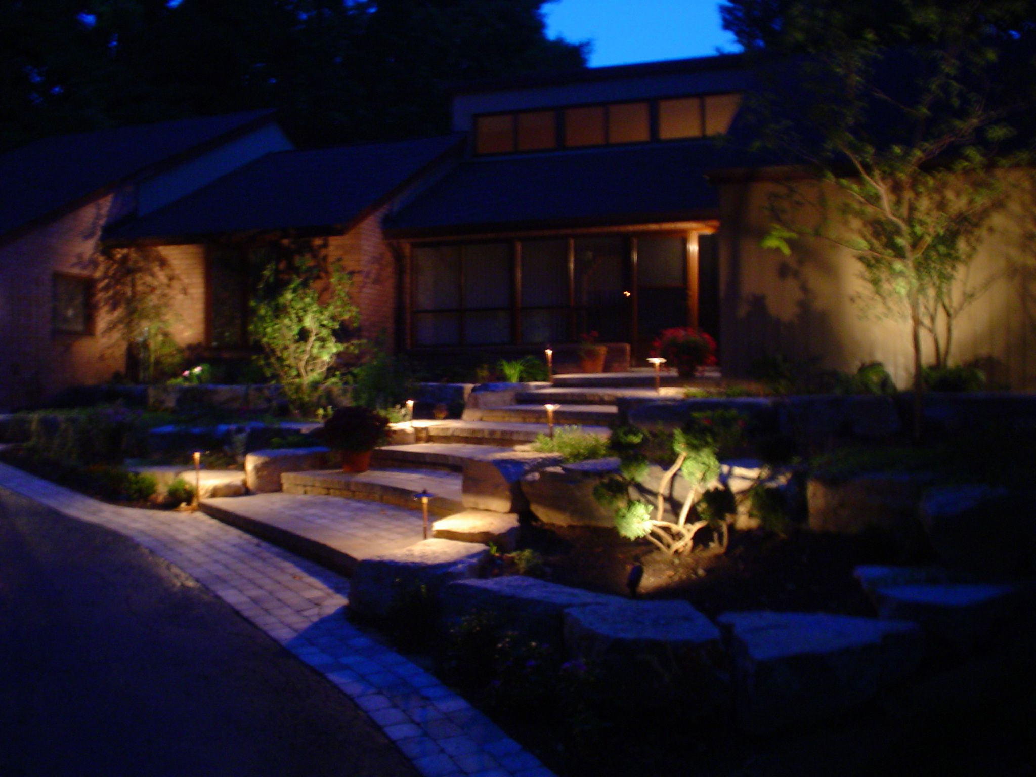 backyard++landscaping+lighting | Landscape Lighting - Low Voltage path  lights, spot