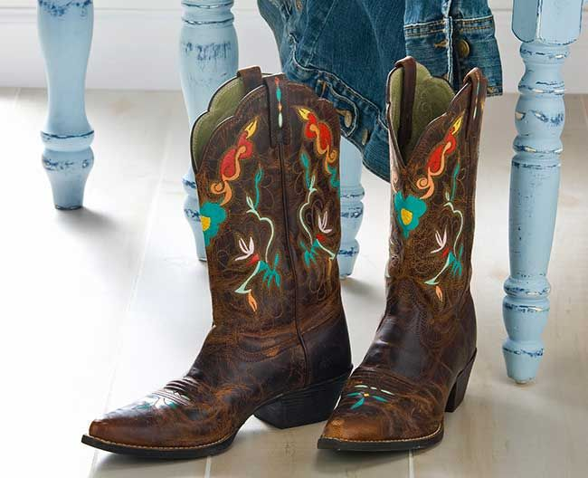 52c7c67c1db super cute decorated cowboy boots! New cool way to paint and ...