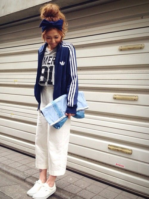 春に真似したいホワイのワイドパンツと adidas ジャージコーデ