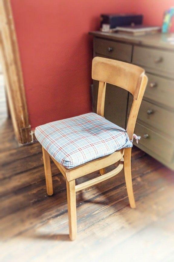 """Seine Küchenstühle sind ihm auf der Straße begegnet: """"Die sollten zum Sperrmüll, da habe ich die Besitzer gefragt, ob ich sie behalten darf"""", erzählt Haru. #homestory #homestoryde #home #interior #design #inspiring #creative #craft #DIY #Haru"""