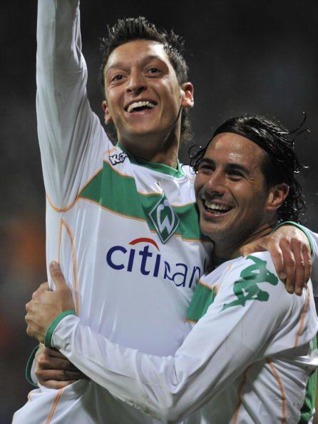 Pin By Manu Bessa On Too Much Soccer Ozil Mesut Ozil European Football