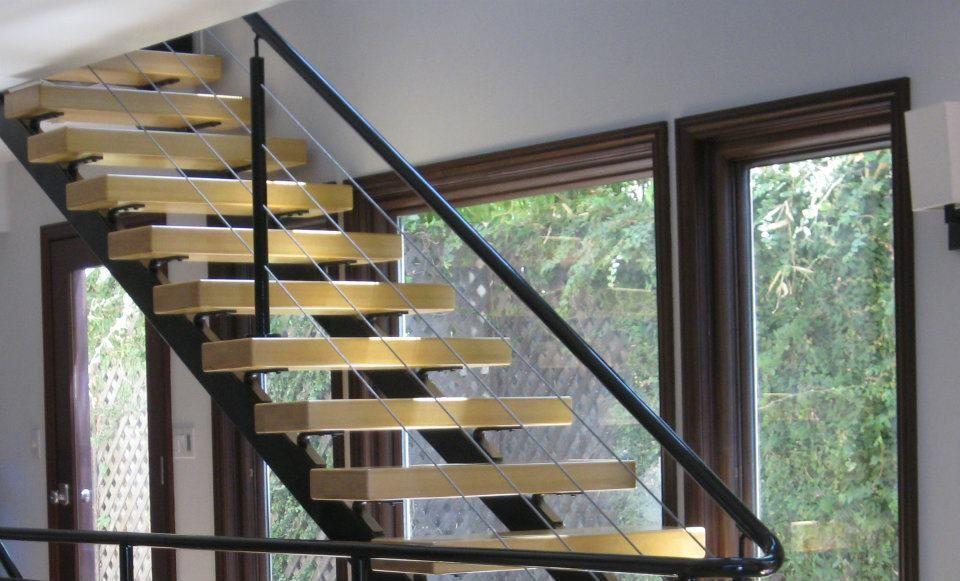 Barandilla de hierro en escalera interior btanero - Barandillas para escaleras interiores modernas ...