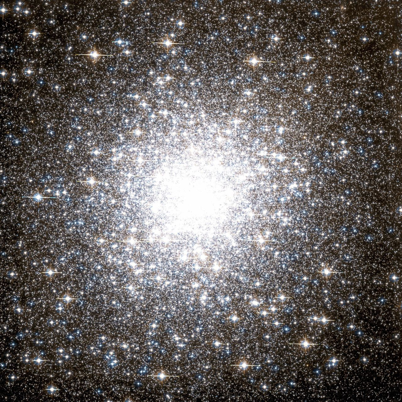 Astronomicalwonders 150 000 Stars The Messier 2 Star Cluster This Massive Star Cluster The Messier 2 Globular Cluster Star Cluster Aquarius Constellation